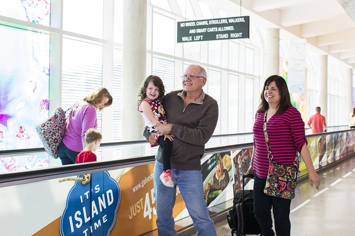 HOU-L2-Departures-Central Concourse-Moving Sidewalk-Gradfather with child-001-1609.jpg
