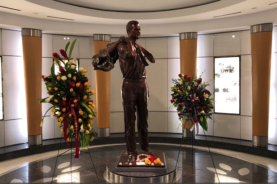 Iah Pays Tribute To George H W Bush Houston Airport System