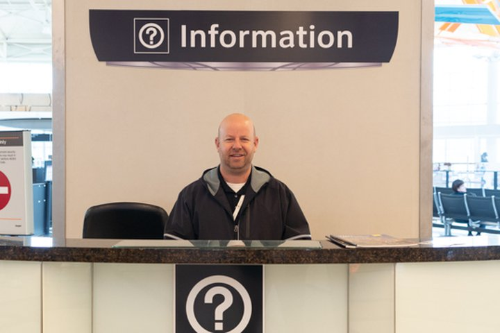 HOU-Airport-Information-Booth-L2-Ticketing-Lobby-1460-001-031919.jpg